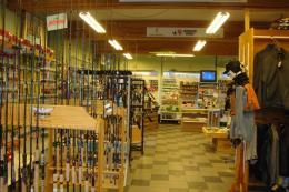 магазин за риболовни пособия и принадлежности